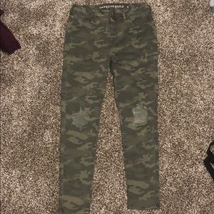 American Eagle Ripped Camo JeggingJeans Distressed